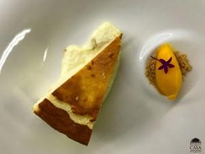 Tarta de queso con sorbete de mango de la costa tropical
